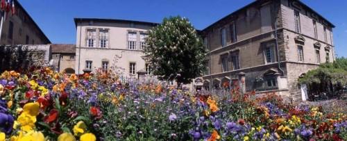 38ROSOR100001_46317_chateau-av-fleurs-en-marge.jpg
