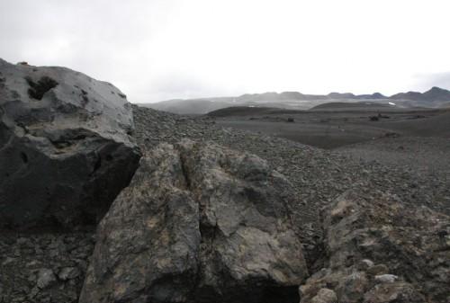 2 blocsvolcaniques ds désert noir.jpg