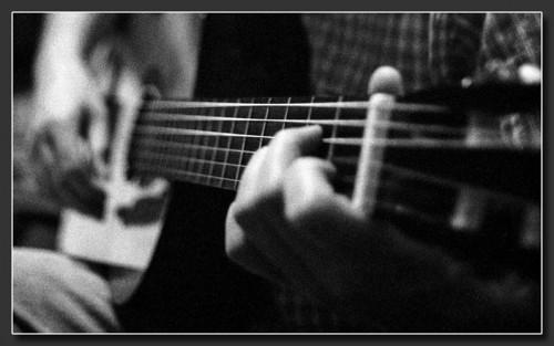 09-10-2008_1223509219_20070501141308_guitare07_1.jpg